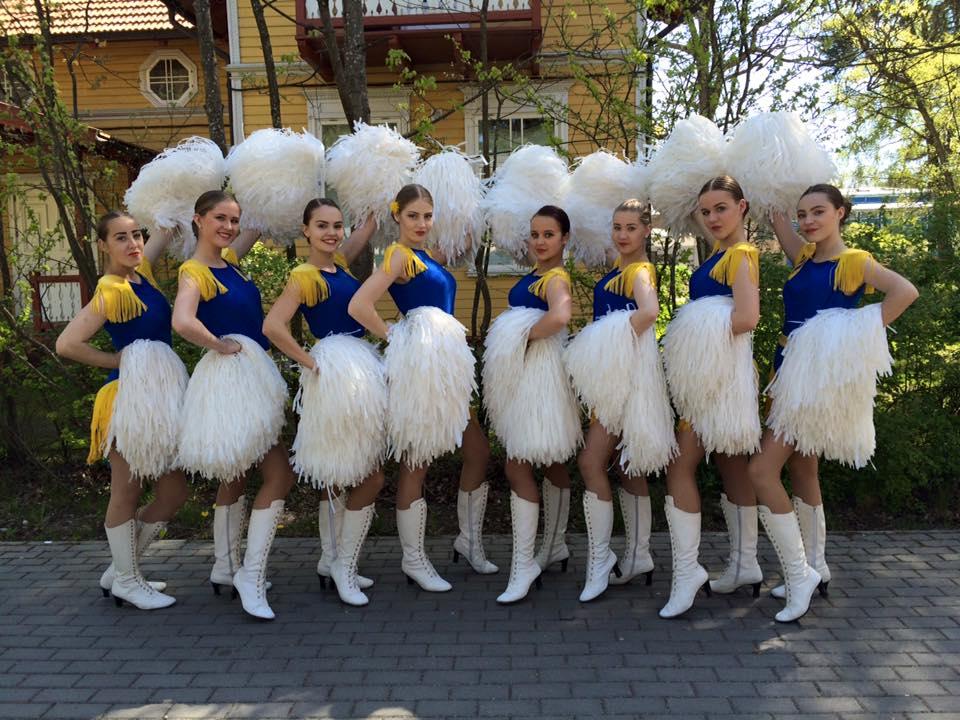 Orkestro šokėjos – miesto puošmena