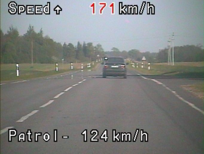 """Transporto priemonių galingumą bandydami """"kelių ereliai"""" atsisveikina su teise vairuoti"""