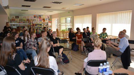 Varėnos rajono meras Algis Kašėta su jaunimu diskutavo apie krašto plėtrą
