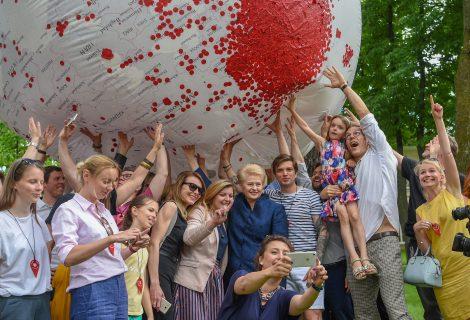 """D. Grybauskaitė: """"Pasiruošimą giedoti šimtmečio """"Tautišką giesmę"""" skelbiu pradėtą!"""