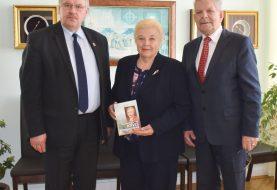 Savivaldybėje lankėsi Gargždų miesto garbės pilietė Aldona Gedvilaitė-Treija