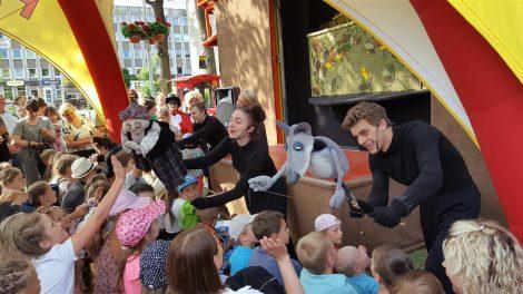 Panevėžio lėlių vežimo teatras džiugino ir mažuosius tauragiškius