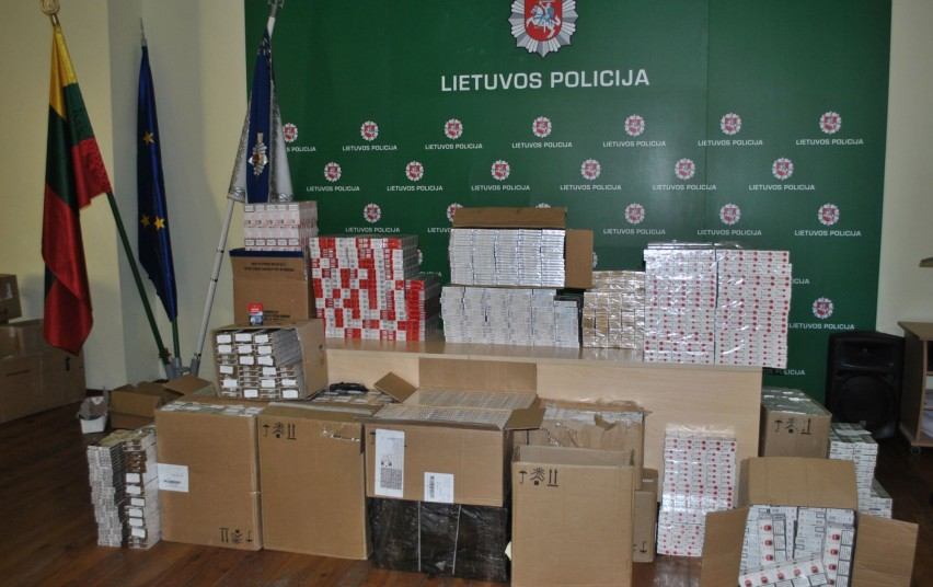 Prekeivio namuose ir garaže rasta daugiau nei 11 000 cigarečių pakelių