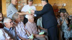 Antaninės Šventežeryje – su mero dovanomis, seniūnės gėlėmis