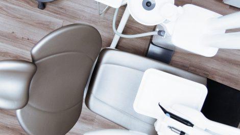 Kaip gauti nemokamas dantų protezavimo paslaugas?
