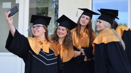 ŠVK išleidžia gausią absolventų laidą – beveik 600 studentų