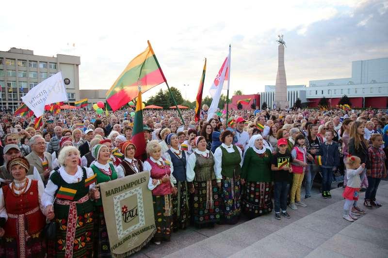 Pakiliai paminėta šimtmečio Valstybės diena