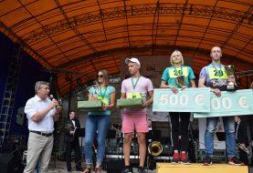 Kėdainiuose paaiškėjo pirmieji pasaulyje agurkų metimo į tolį čempionai