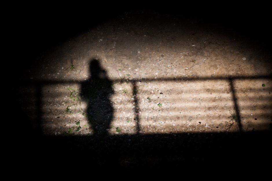 Vyras, kaltinamas kankinęs, nužudęs ir į karjerą įmetęs sugyventinės kūną, sės į teisiamųjų suolą