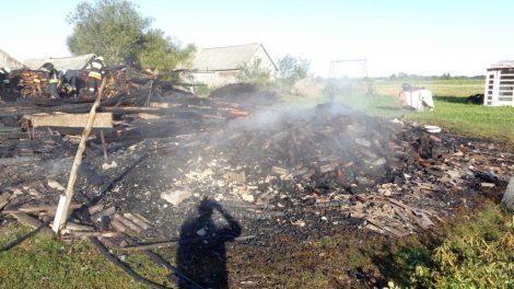 Raseinių rajone sudegė ūkinis pastatas – padegimu įtariamas vyras sulaikytas
