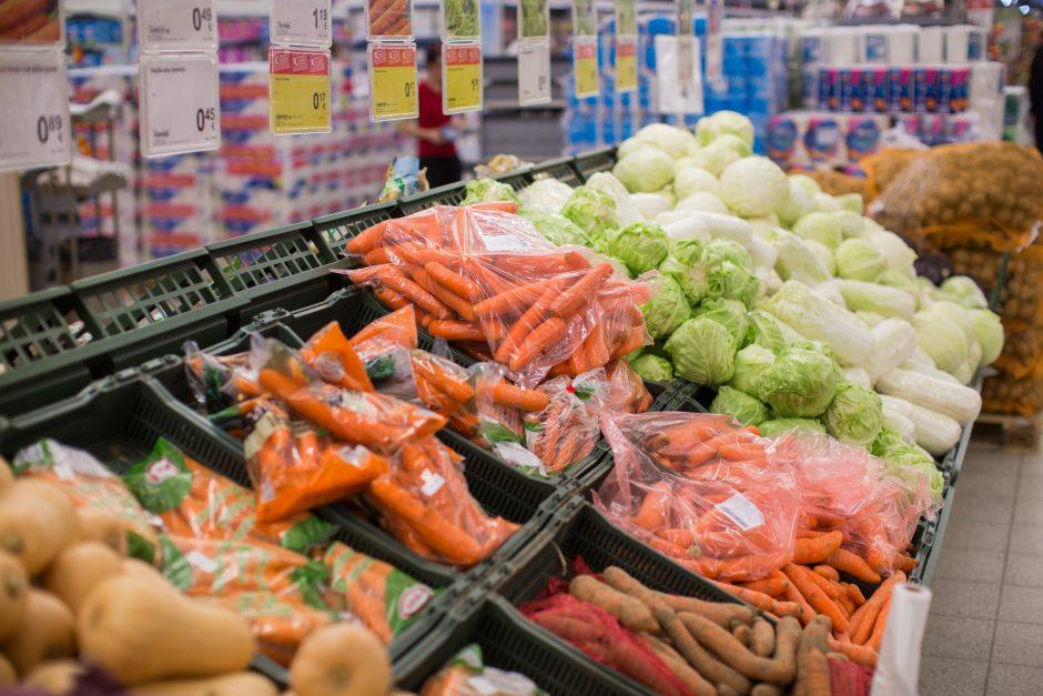 Sausrą įveikęs lietuviškų morkų ir svogūnų derlius pasiekė parduotuvių lentynas