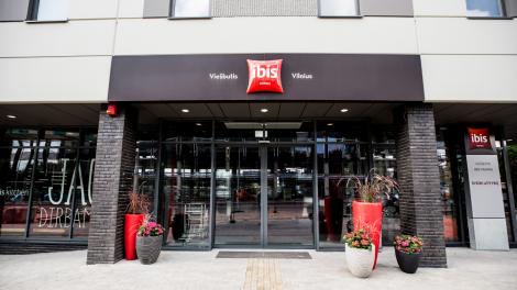 """Vilniaus centre duris atvėrė modernus trijų žvaigždučių viešbutis """"ibis Vilnius Centre"""""""