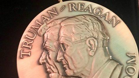 Kadenciją baigęs Lietuvos Prezidentas Valdas Adamkus Vašingtone pagerbtas Trumano-Reagano Laisvės medaliu