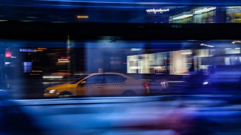 Teisėsaugos pareigūnų akiratyje – mokesčių slėpimu įtariamos Panevėžio taksi firmos