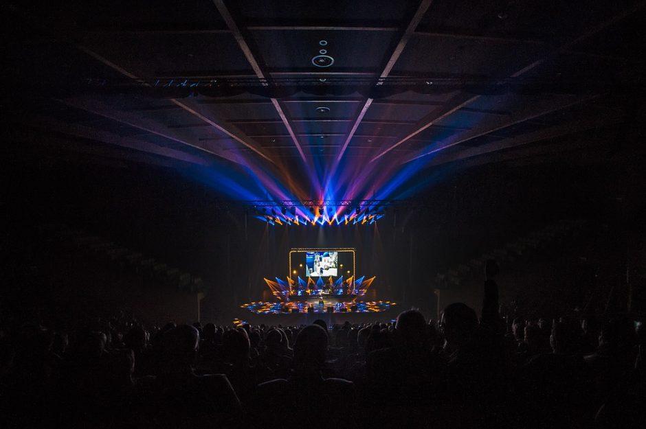 """Populiariausi miuziklų garsai skamba įspūdingame koncerte """"Miuziklų žvaigždės"""""""