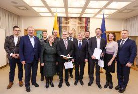 Seimo Pirmininkas ir Jaunimo ir sporto reikalų komisijos pirmininkas pasveikino pasaulio radijo mėgėjų čempionato nugalėtojus