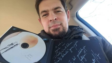 Įsigydami išskirtinį Daddy was a milkman CD, jūs padėsite prieglaudai