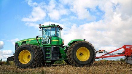 Iš Latvijos ir Lietuvos ūkių traktorius vogę vyrai stos prieš teismą