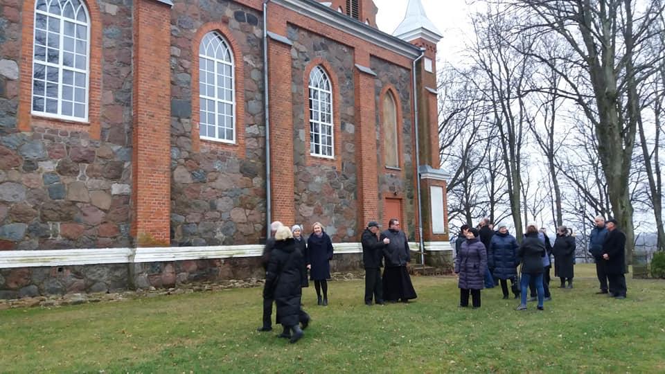 Gražiškių bažnyčIą puošia nauji langai