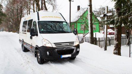 Lietuvos paštas aprūpins automobiliais laiškininkus kaimo vietovėse