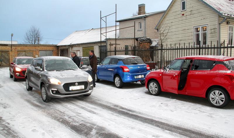 Seniūnijoms perduoti nauji automobiliai
