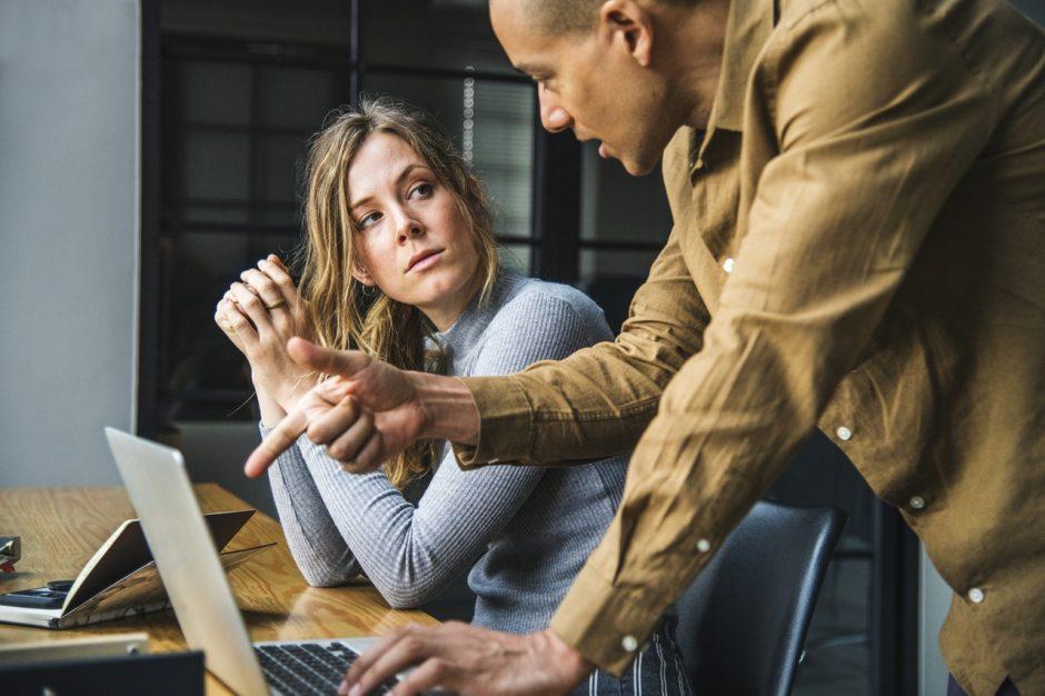 Darbo skelbimuose ir toliau diskriminuojama dėl lyties