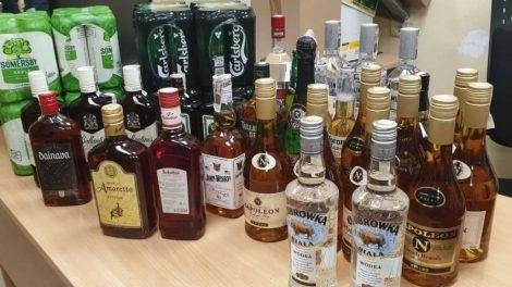 Kaune pareigūnai nustatė nelegaliai alkoholiu prekiavusį asmenį