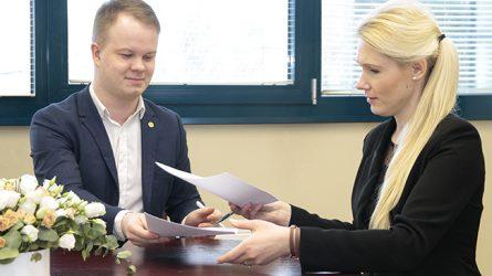 Vyriausioji rinkimų komisija pasirašė sutartį su Lietuvos jaunimo organizacijų taryba