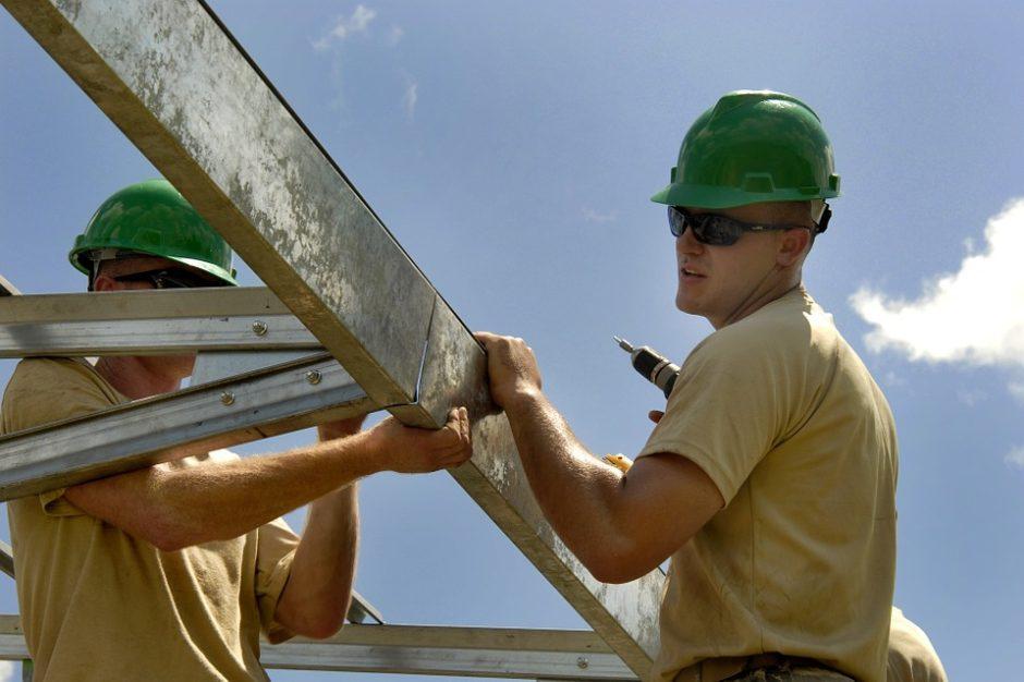 Panevėžio bendrovė Kaliningrade dirbantiems statybininkams atlyginimus mokėjo neoficialiai