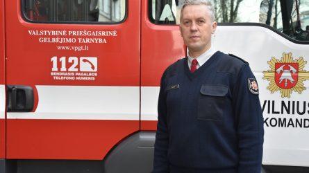 Ugniagesiai gelbėtojai įspėja, kaip negalima elgtis įvykus sunkiai eismo nelaimei