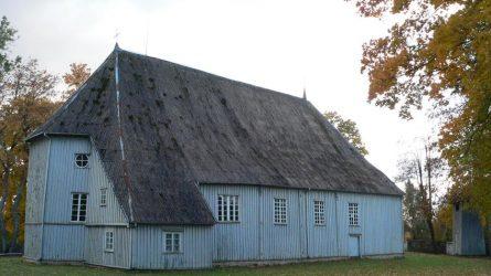 Aptartas pasiruošimas Pikelių Švč. Trejybės bažnyčios stogo tvarkybos ir remonto darbams