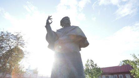NAUGARDUKAS: lenkiškojo modernizmo monumentai ir sovietinis palikimas