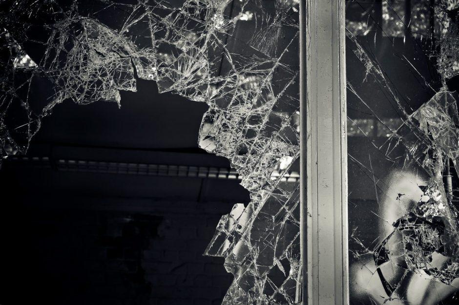 Biržietis nuteistas dėl kaimynės terorizavimo bei kitų nusikaltimų