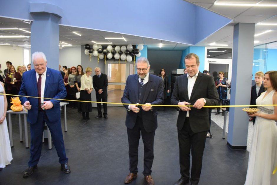 """Panevėžyje atidarytas didžiausias Lietuvoje robotikos varžybų centras """"RoboLabas"""""""