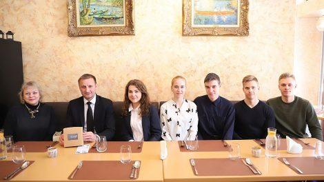 """Geriausia Šiaulių regiono mokinių mokomoji bendrovė – """"Wuzzle"""" susitiko su miesto meru"""