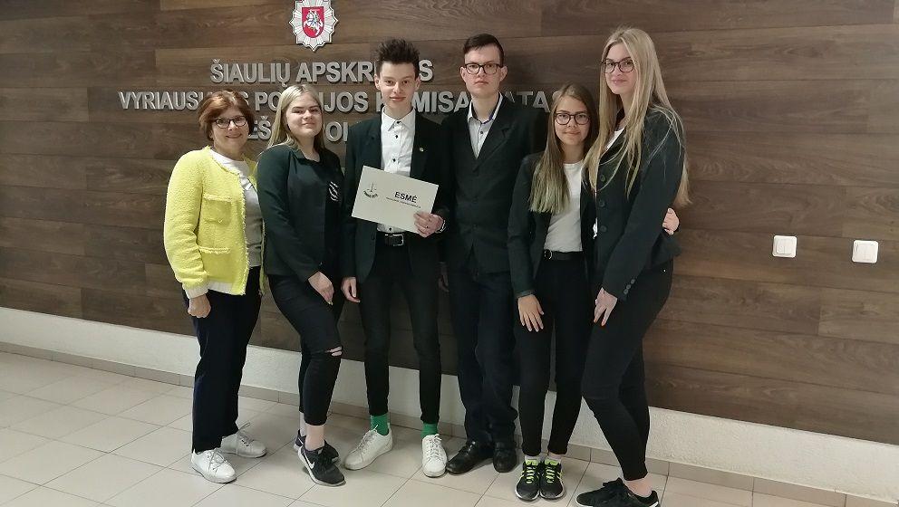 """Paaiškėjo mokinių teisinių žinių konkurso """"Temidė"""" antrojo etapo nugalėtojai"""
