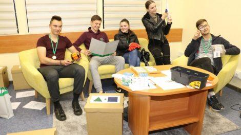 """Teisinių žinių konkurso """"Temidė"""" antrojo etapo nugalėtojai – komanda iš Telšių Žemaitės gimnazijos"""