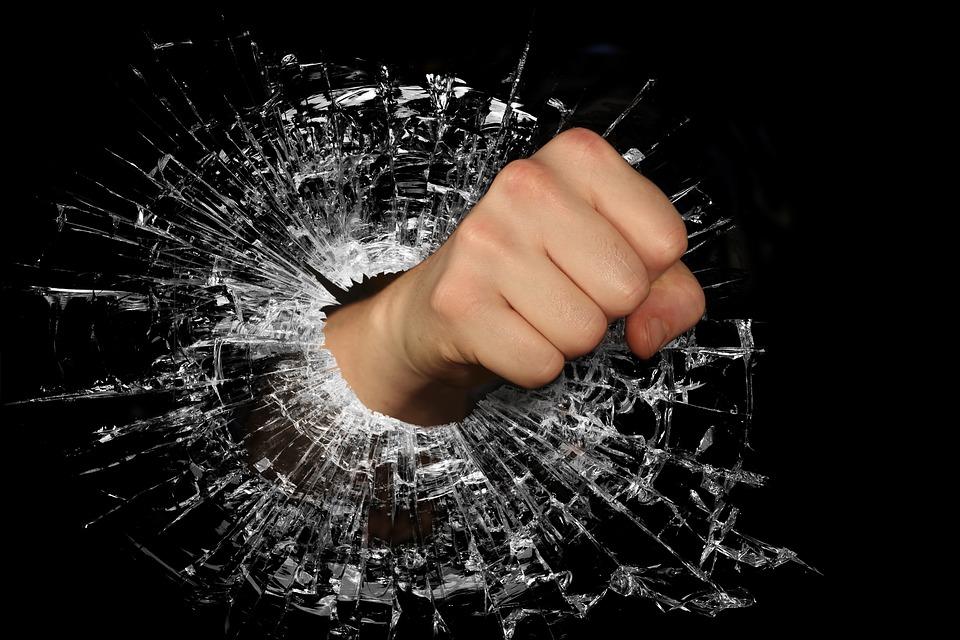 Du kupiškėnai bus teisiami už smurtavimą ir plėšimus