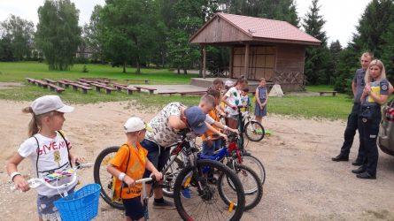Policijos pareigūnai aplankė vaikus dienos stovykloje