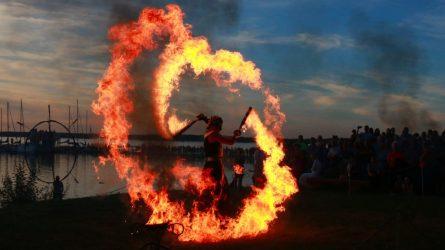 Joninėse prie Rėkyvos ežero gausus būrys šiauliečių palydėjo trumpiausią vasaros naktį