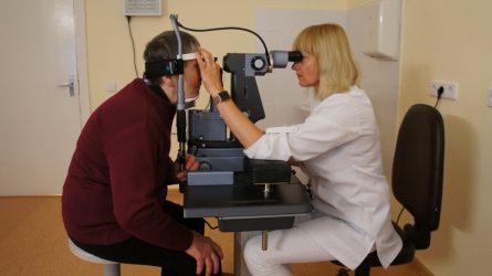 Lazeriu gydytų pacientų akys nušvinta tuoj po procedūros