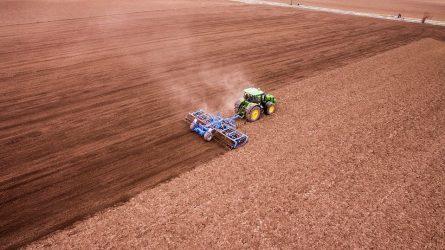 Ilgapirščių grobis – brangi traktorių įranga ir vejapjovė