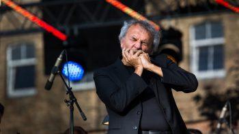 Lūpinės armonikėlės ir simfoninio orkestro koncertas sužavėjo Šiaulių publiką