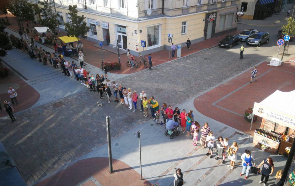Baltijos kelio 30-metis Šiauliuose paminėtas visuotiniu susikabinimu