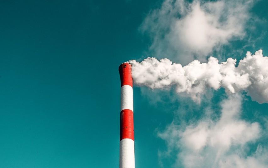 Patikslinta kvapų koncentracijos ore vertė