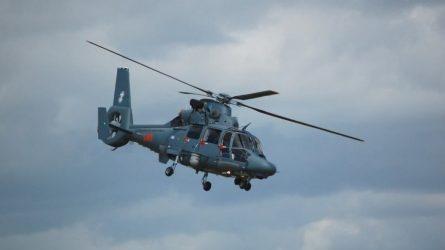 Aplinkosaugininkai žvalgo vandens telkinius ir sraigtasparniu