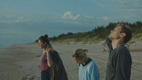 """Mažeikiuose įvyks nemokamas """"Kino karavano"""" seansas – Marijos Kavtaradzės drama """"Išgyventi vasarą"""""""