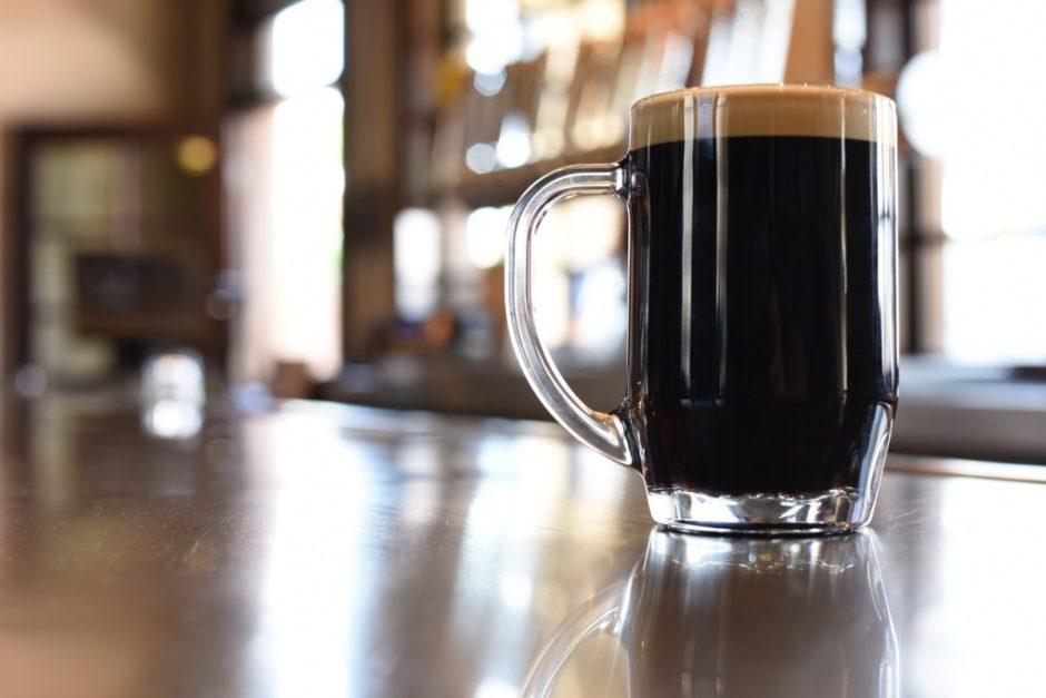 """Alaus daryklos direktorius ir gamybos vadovė bus teisiami dėl """"juodo alaus"""""""