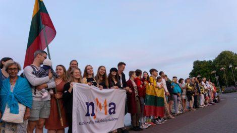 Nidoje įspūdingas Baltijos kelio minėjimas