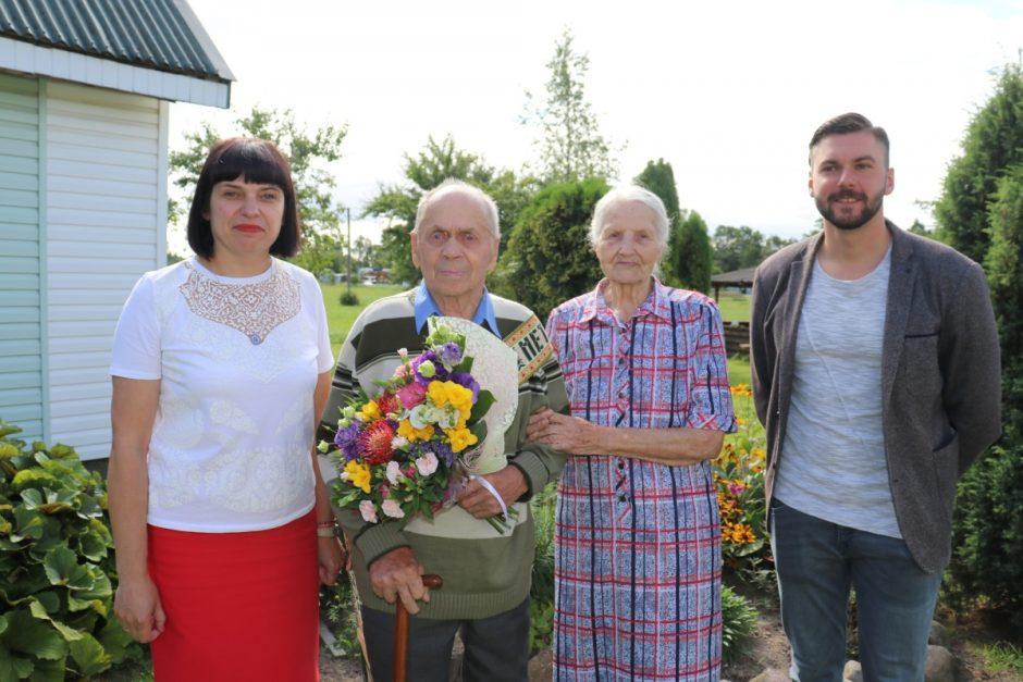 Pasveikintas 90-metį švenčiantis Maciuičių gyventojas